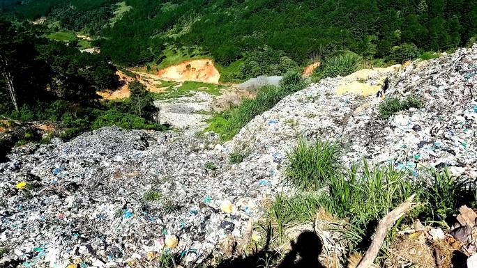 Núi rác Cam Ly Đà Lạt tiếp tục sạt lở, uy hiếp vườn người dân - Ảnh 7.