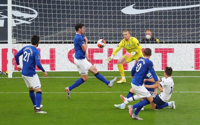 Son Heung-min bị gây hấn, Tottenham ăn may Everton vào Top 8 - Ảnh 1.