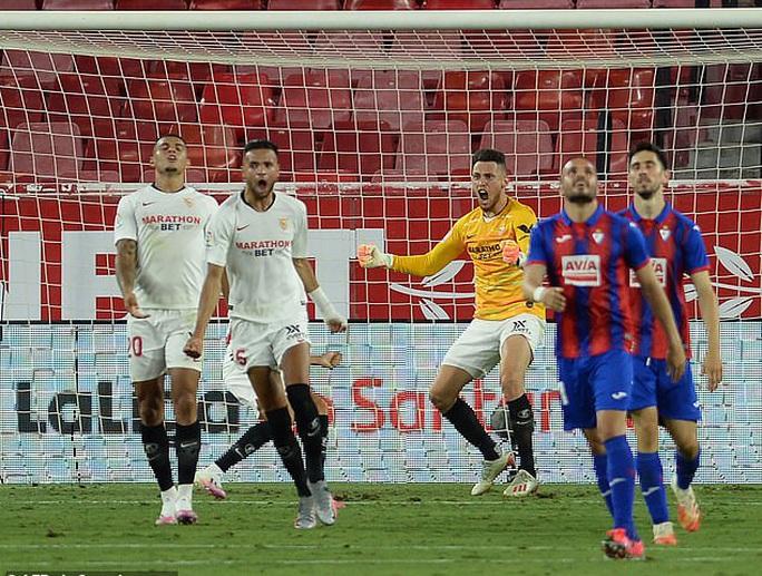 Ghi bàn và cứu thua, Lucas Ocampos sắm vai người hùng Sevilla - Ảnh 6.