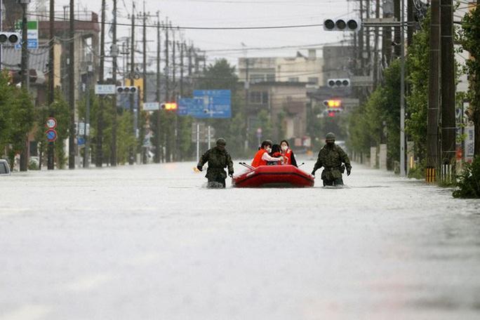 Sông Trung Quốc vượt mức cảnh báo, Nhật chạy đua với thời gian - Ảnh 5.