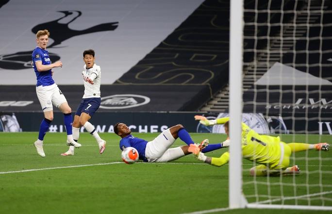 Son Heung-min bị gây hấn, Tottenham ăn may Everton vào Top 8 - Ảnh 7.