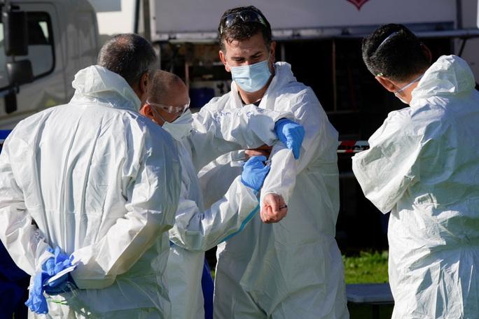 WHO thừa nhận nguy cơ SARS-CoV-2 lây qua không khí - Ảnh 1.