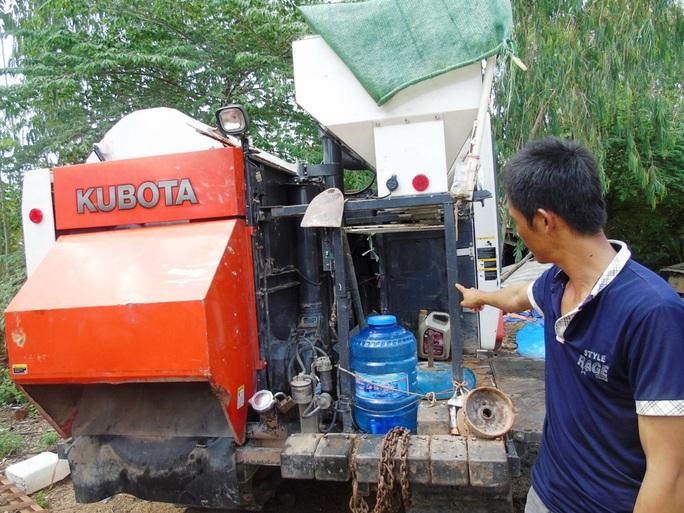 Các chủ máy gặt ở nhiều địa phương khi đến các cánh đồng khác để gặt lúa thường bị côn đồ quấy nhiễu, đòi thu tiền