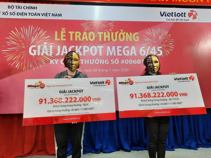 Lần đầu tiên hai cá nhân phái đẹp cùng trúng Jackpott trị giá hơn 91 tỉ đồng - Ảnh 1.