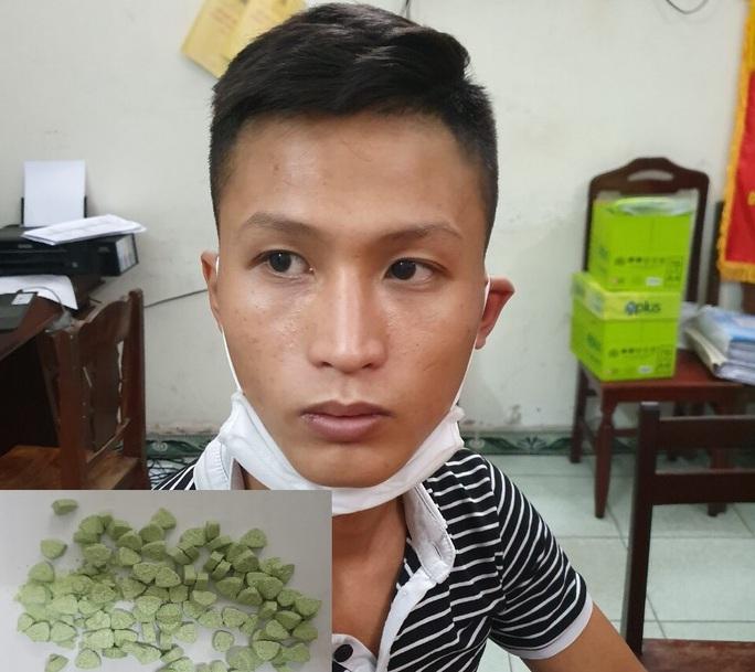 Đà Nẵng: Truy đuổi kẻ buôn ma túy, một chiến sĩ công an bị đứt gân chân - Ảnh 2.