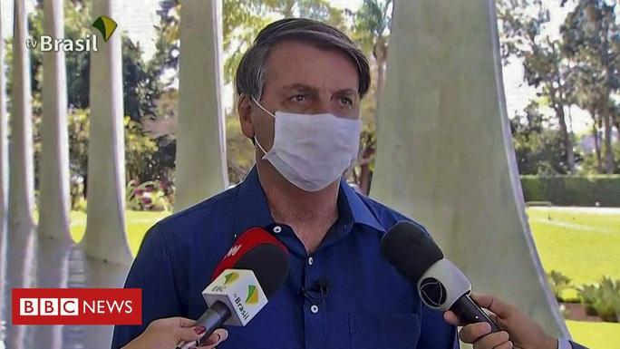 Tổng thống Brazil bị kiện vì nhiễm Covid-19 mà tháo khẩu trang - Ảnh 2.