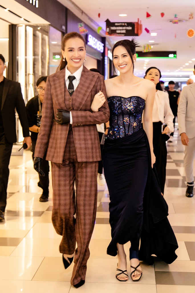Sao Việt hội tụ thảm đỏ ra mắt phim Bằng chứng vô hình - Ảnh 7.