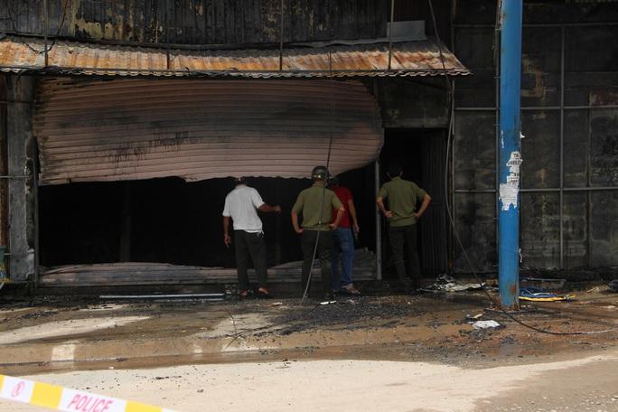 Vụ cháy tiệm cầm đồ ở Bình Dương:  Cả ba nạn nhân trong một gia đình - Ảnh 1.