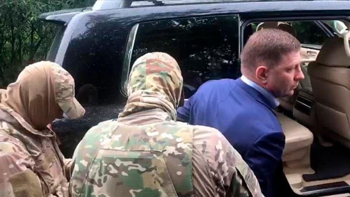 Thống đốc Nga bị bắt vì liên quan các vụ giết người hàng loạt - Ảnh 1.
