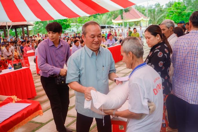 Đại tướng Lê Hồng Anh trao quà cho người nghèo vùng U Minh Thượng - Ảnh 5.