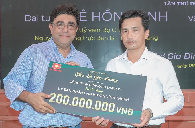 Đại tướng Lê Hồng Anh trao quà cho người nghèo vùng U Minh Thượng - Ảnh 6.