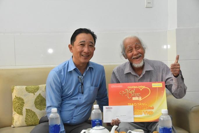 """""""Mai Vàng nhân ái"""" thăm hai nghệ sĩ Mai Thành và Phan Văn Sáng - Ảnh 1."""