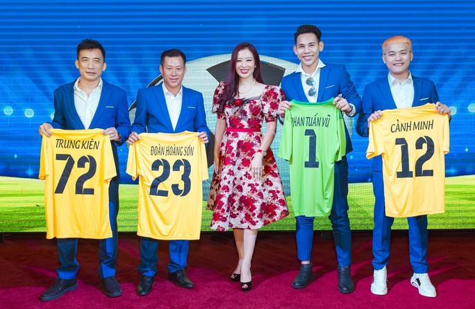 Đội bóng Nghệ sỹ được HLV Hữu Thắng, thủ môn Bùi Tấn Trường ủng hộ - Ảnh 4.