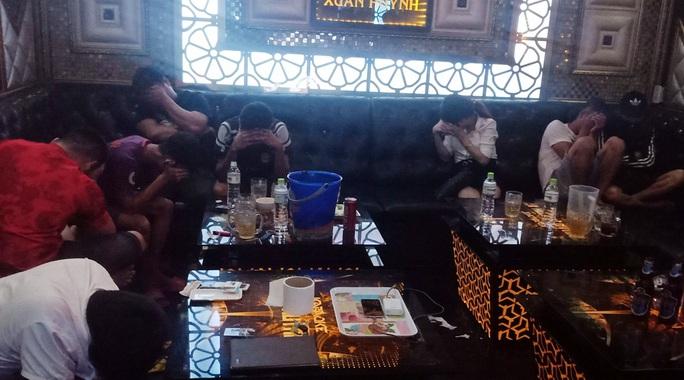 """11 cô gái tham gia """"tiệc ma túy"""" tại phòng hát karaoke - Ảnh 1."""