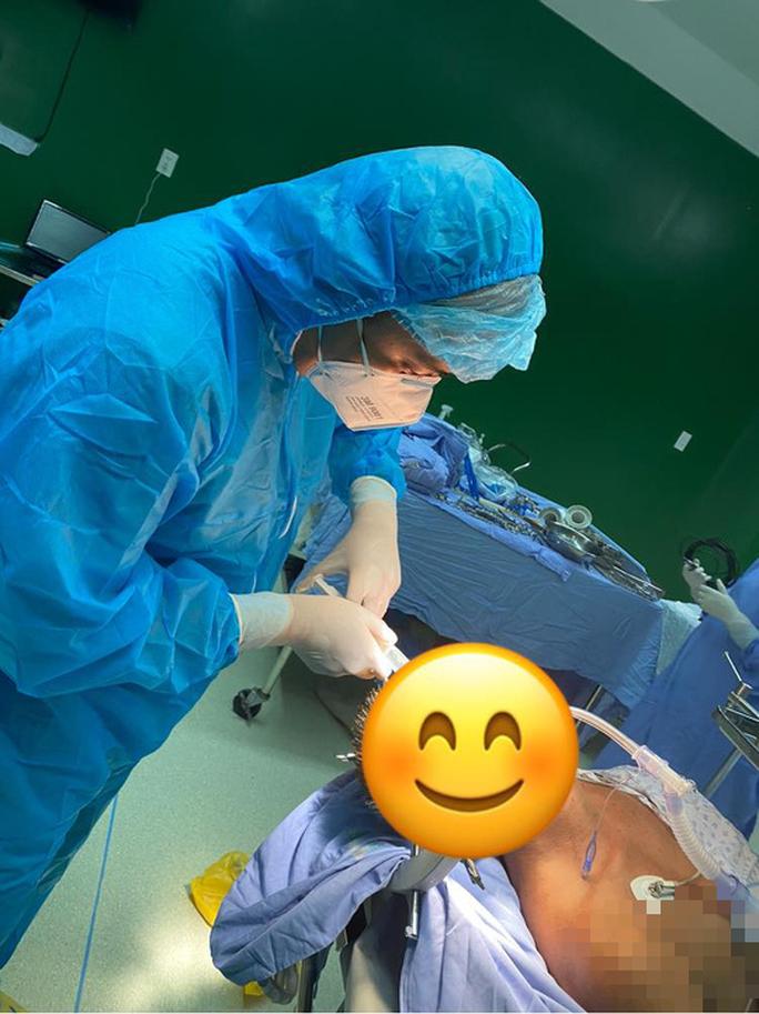 Clip: Khoảnh khắc đáng nhớ của bác sĩ mặc đồ bảo hộ cùng hít đất trong bệnh viện cách ly - Ảnh 6.