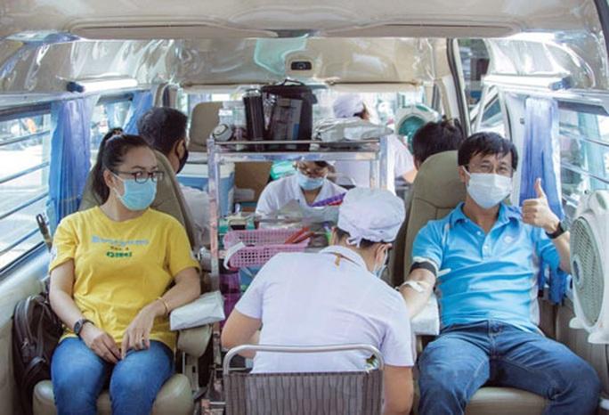 Đoàn viên tham gia hiến máu mùa dịch Covid-19 - Ảnh 1.