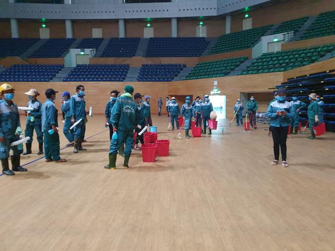 Tiến hành lắp đặt bệnh viện dã chiến Covid-19 hơn 94.000m2 ở Đà Nẵng - Ảnh 11.