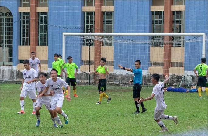 Trong ngày VFF ngưng mọi hoạt động bóng đá, NutiFood JMG giành vé dự VCK giải U17 Quốc gia - Ảnh 2.