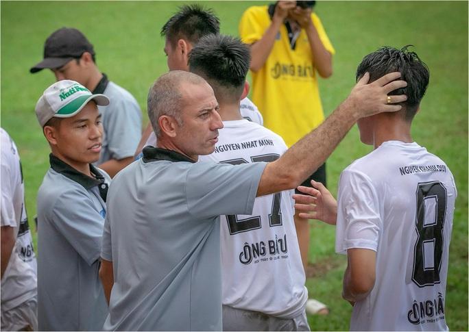 Trong ngày VFF ngưng mọi hoạt động bóng đá, NutiFood JMG giành vé dự VCK giải U17 Quốc gia - Ảnh 3.