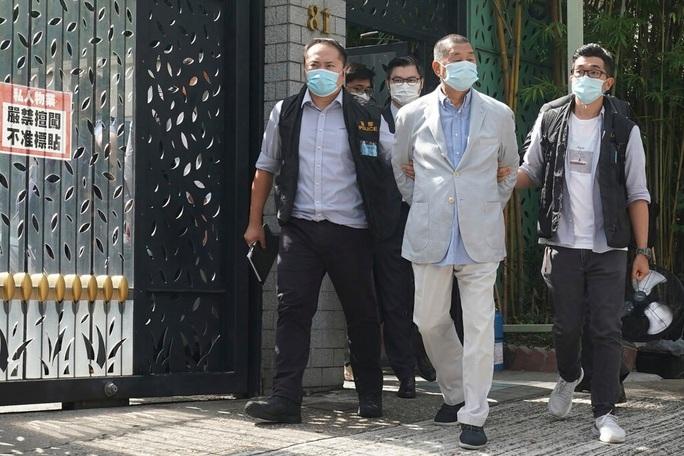 """Ba cha con trùm truyền thông Hồng Kông bị """"sờ gáy"""" - Ảnh 2."""
