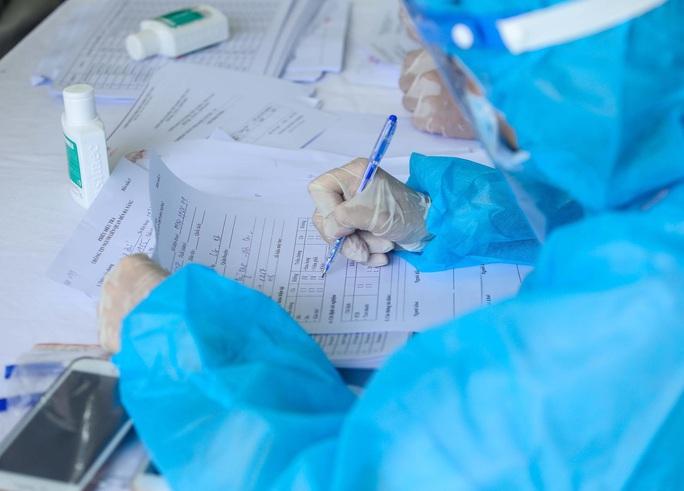 Nửa đêm, Bộ Y tế công bố ca bệnh Covid-19 thứ 15 tử vong - Ảnh 1.