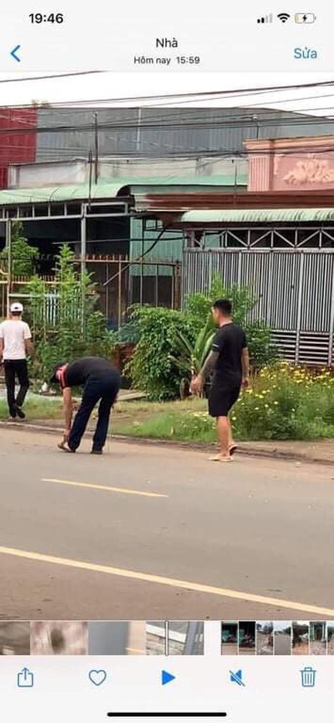 Hai băng nhóm đi ô tô cầm mã tấu đâm chém loạn xạ ở Đồng Nai - Ảnh 3.