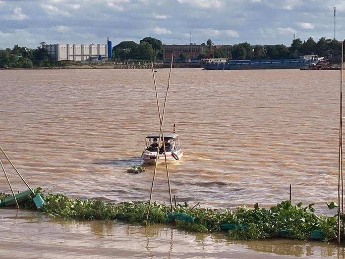Phát hiện thi thể đàn ông trên sông Đồng Nai - Ảnh 1.