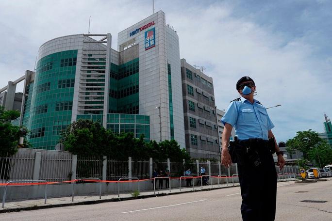 """Ba cha con trùm truyền thông Hồng Kông bị """"sờ gáy"""" - Ảnh 3."""