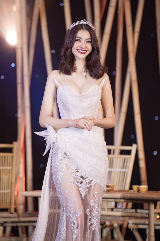 Mua váy hơn 400 triệu đồng, Minh nhựa được gọi là đại gia 405 - Ảnh 4.