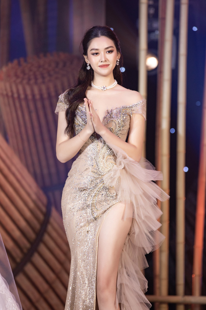 Mua váy hơn 400 triệu đồng, Minh nhựa được gọi là đại gia 405 - Ảnh 3.