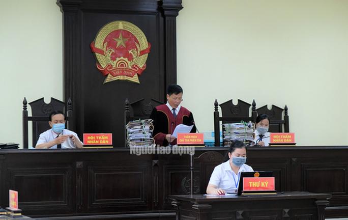 Hô biến lúa thành hoa ly, 5 cựu cán bộ TP Thanh Hóa hầu tòa - Ảnh 2.