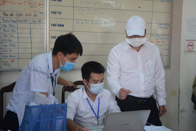 Chủ tịch Đà Nẵng thị sát việc chấp hành cách ly xã hội - Ảnh 2.