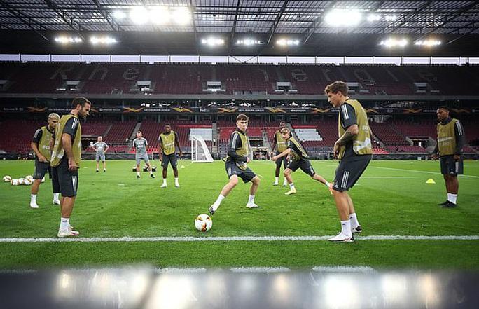 Hùng binh Man United đổ bộ Cologne, quyết chiến Europa League - Ảnh 2.