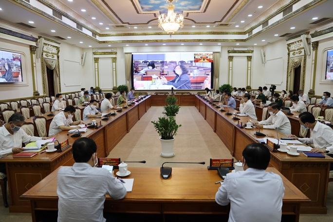 TP HCM: Hơn 800 người bị phạt do không đeo khẩu trang nơi công cộng - Ảnh 1.