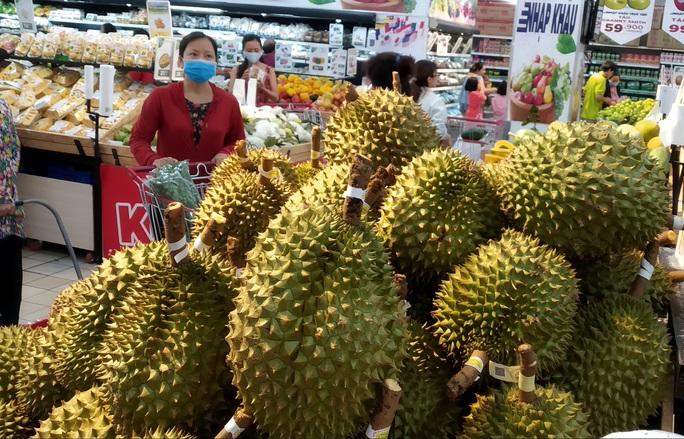 Sầu riêng Malaysia giá tiền triệu vẫn cháy hàng giữa lúc sầu riêng Việt rẻ rề - Ảnh 3.