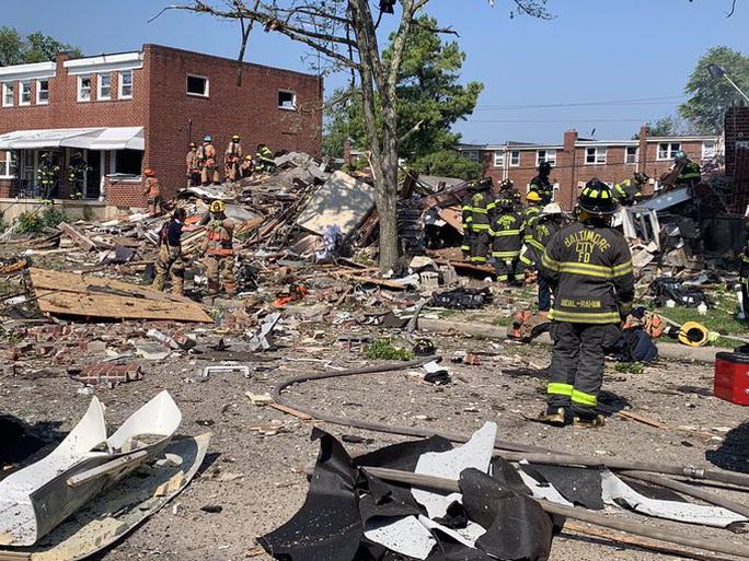 Mỹ: Sau tiếng nổ kinh hoàng, 3 ngôi nhà liền kề sụp đổ - Ảnh 2.