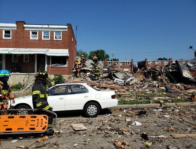 Mỹ: Sau tiếng nổ kinh hoàng, 3 ngôi nhà liền kề sụp đổ - Ảnh 3.
