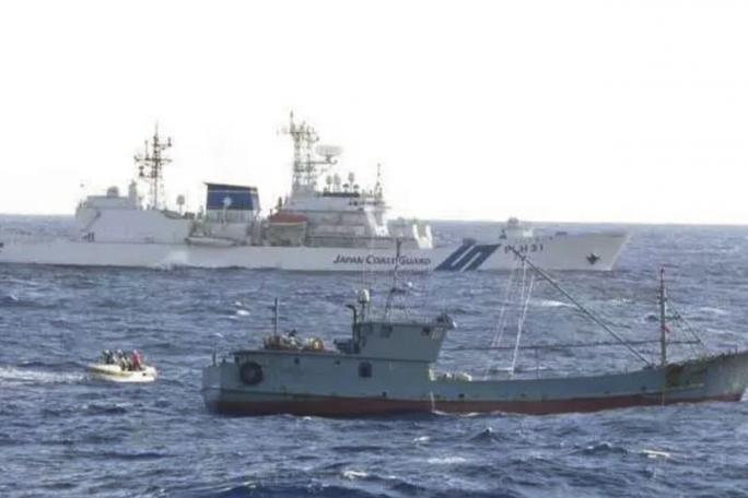 Nhật Bản cảnh báo tàu cá Trung Quốc - Ảnh 1.
