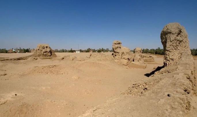 Choáng váng hàng loạt mộ cổ người nằm lẫn quái thú 6.000 năm tuổi - Ảnh 1.