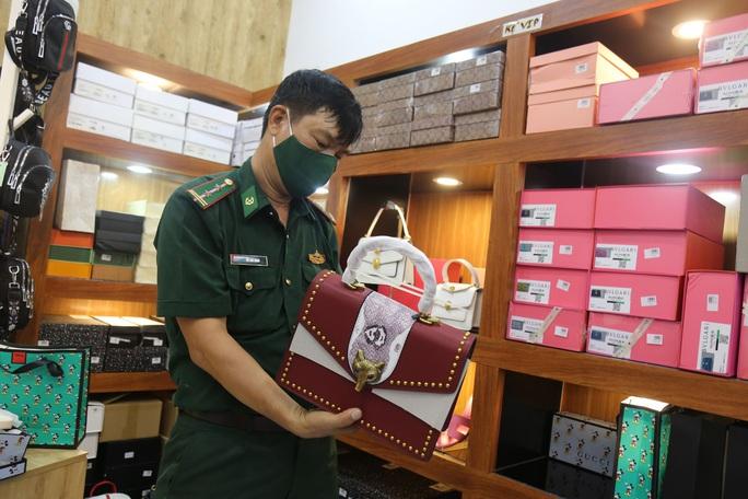 Bí mật ở cửa hàng thời trang Nguyễn tại Bà Rịa - Vũng Tàu - Ảnh 1.