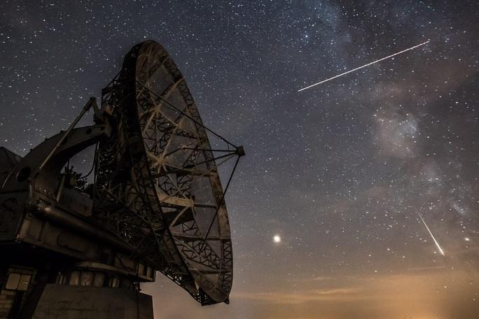 Đêm nay, đón siêu mưa sao băng từ nam thần của bầu trời - Ảnh 2.