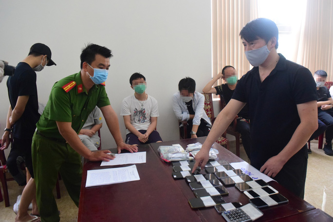 7 người nước ngoài thuê khách sạn ở Huế tổ chức đánh bạc - Ảnh 1.
