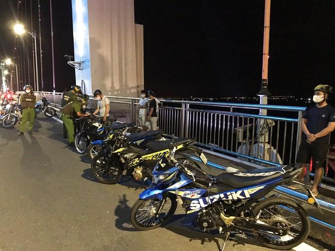 Đà Nẵng: Xử lý 8 thanh thiếu niên tụ tập có dấu hiệu đua xe máy  trong mùa dịch - Ảnh 2.