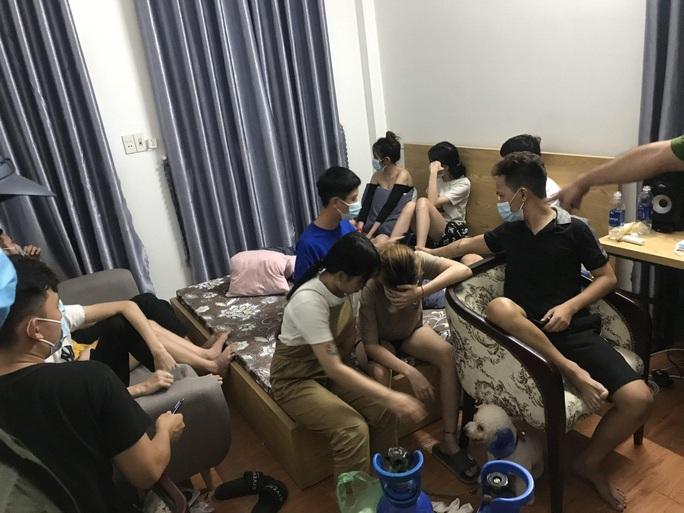 Đà Nẵng- Bình Định: Bắt quả tang quán karaoke hoạt động chui bất chấp lệnh cấm - Ảnh 3.