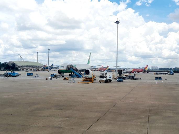 Dù hàng không gặp khó, Vietravel Airlines vẫn rầm rộ tuyển tiếp viên - Ảnh 1.