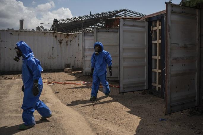 Vụ nổ Lebanon: Nhìn khói cam bốc lên, chuyên gia chất nổ nghi ngờ - Ảnh 2.