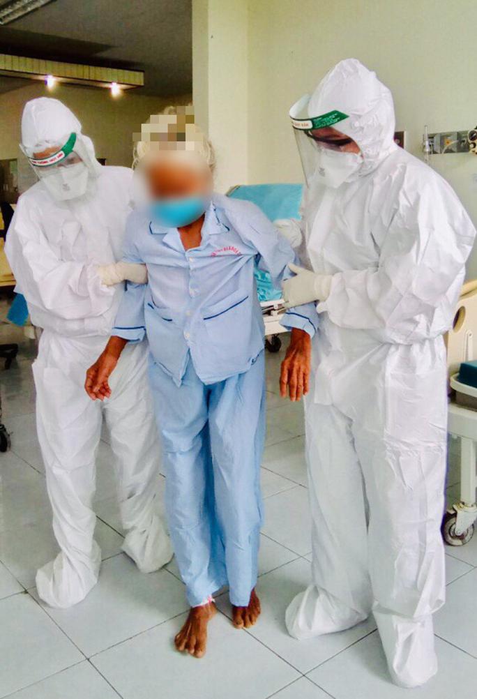 Lời mời dễ thương của bệnh nhân 100 tuổi mắc Covid -19  ở Quảng Nam gửi đến bác sĩ - Ảnh 2.