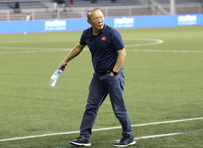 Nóng: Thầy Park vừa lên danh sách hội quân, FIFA hoãn vòng loại World Cup sang năm 2021 - Ảnh 1.