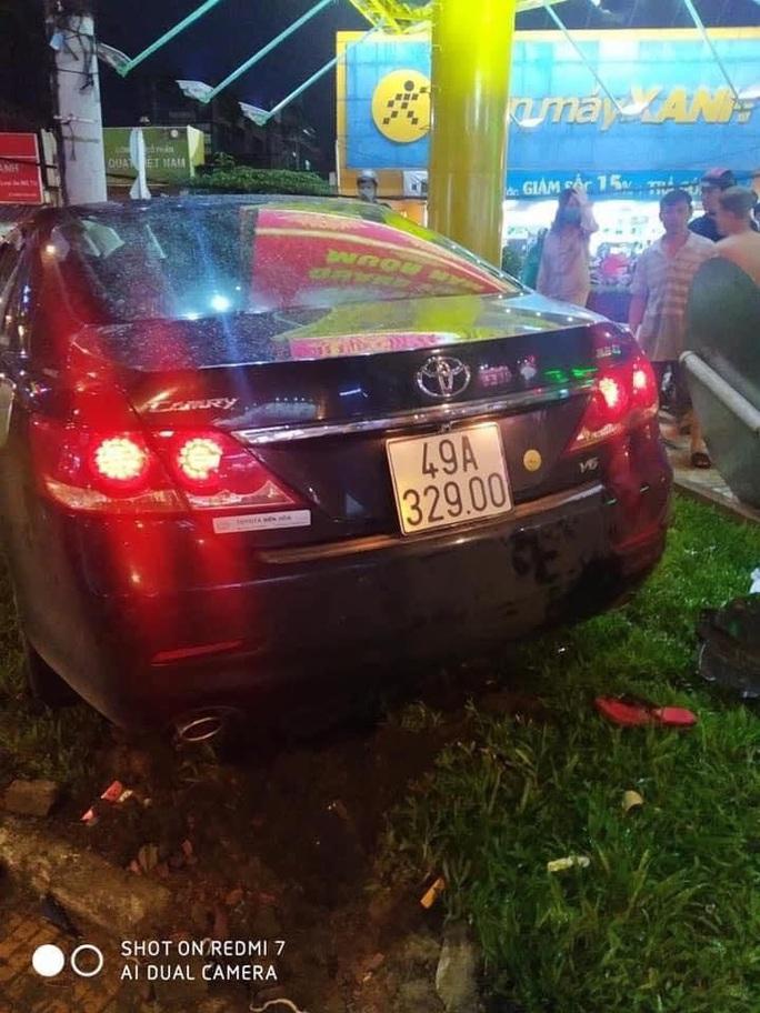 Nguyên nhân nữ tài xế 23 tuổi lái ô tô tông hàng loạt xe gắn máy - Ảnh 2.