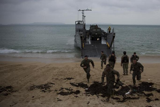 Trung Quốc phản ứng kịch bản Mỹ đánh chiếm tiền đồn trên đảo ở biển Đông - Ảnh 4.